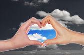 Handen in de vorm van hart — Stockfoto