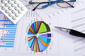 Tablas y gráficos de ventas — Foto de Stock