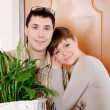 A charming young couple settlers went into their new apartment — Stock Photo