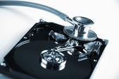Disco rigido del computer e lo stetoscopio. — Foto Stock