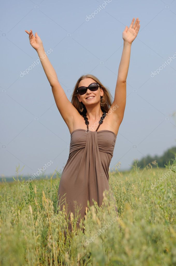 Young woman with glasses in the field happy and laughing. — Stock Photo #3729230