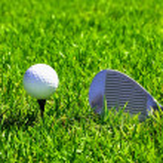 Мяч и гольф-клубы — Стоковое фото