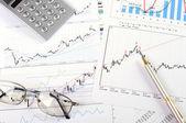 Diagramme und Grafiken der Verkäufe — Stockfoto
