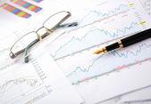 Grafieken, diagrammen, tabellen. — Stockfoto