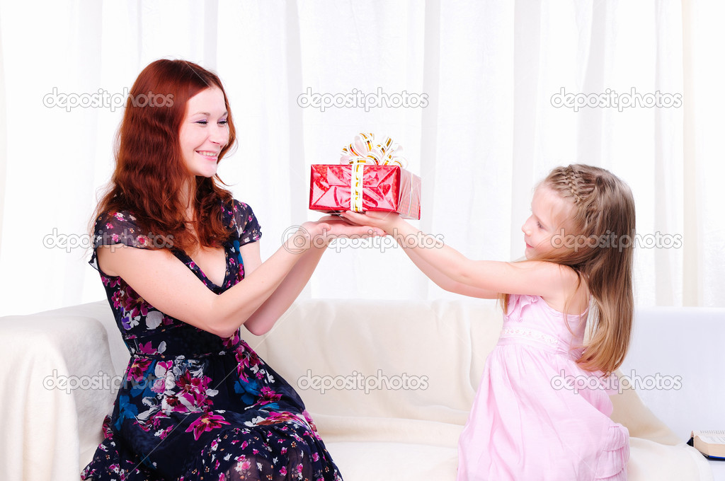 Little girl mom gives a holiday gift in red box with white ribbon. — Stock Photo #4123307