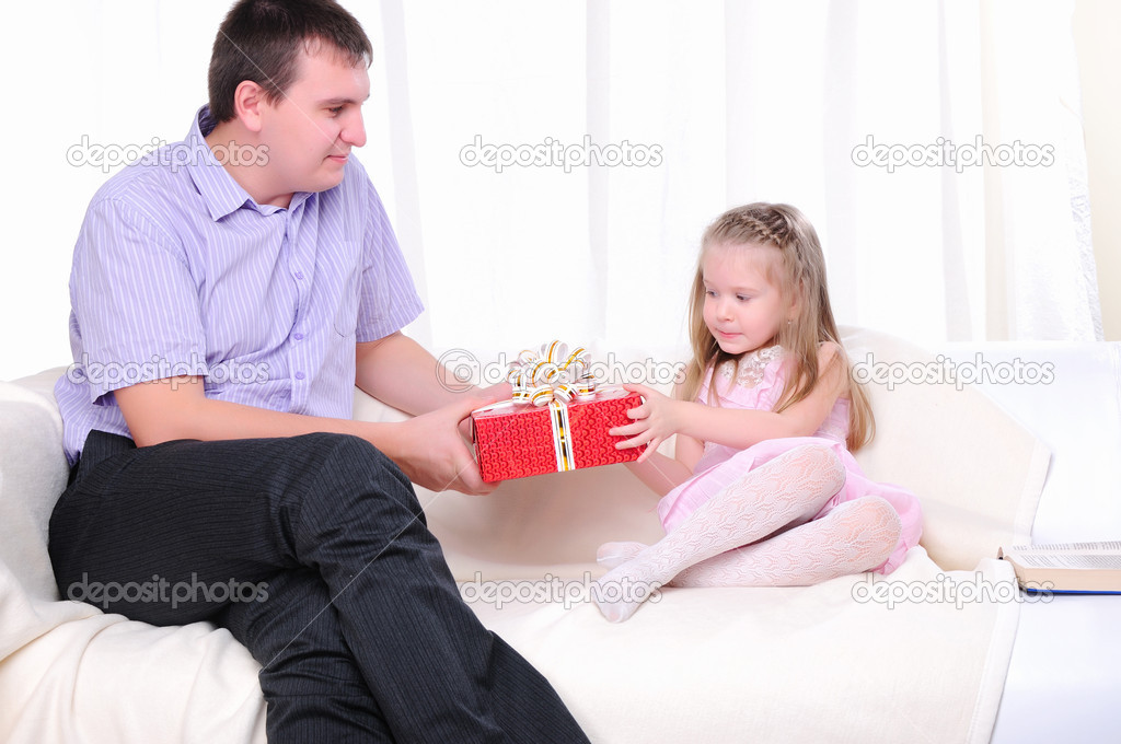 дочак дала папе фото