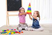 Due bambine giocare — Foto Stock