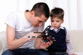 Vader en zijn jonge zoon — Stockfoto