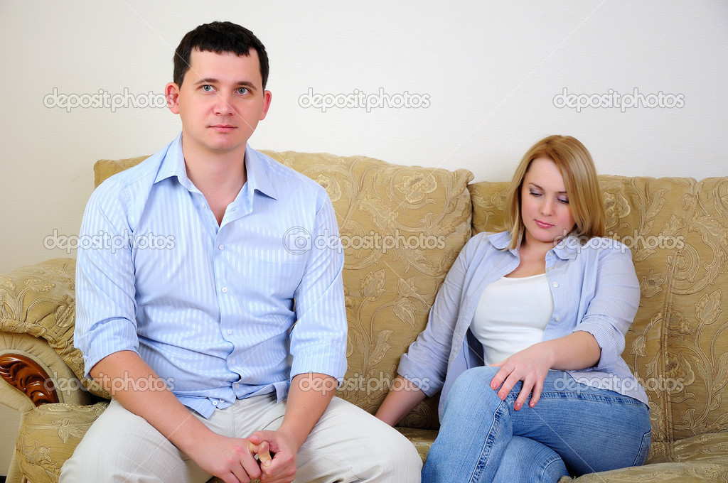 Young married couple at odds. Man and woman can not agree — Stock Photo #4252507