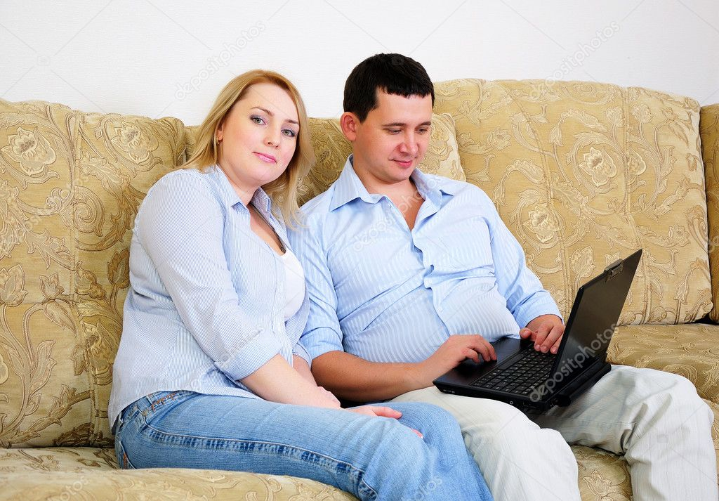 A young couple spends time together in the interior — Stock Photo #4277777