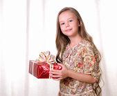 Ritratto di una giovane bella ragazza. — Foto Stock