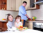 Family has breakfast in the kitchen — Stock Photo
