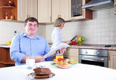 Couple has breakfast together — Stockfoto