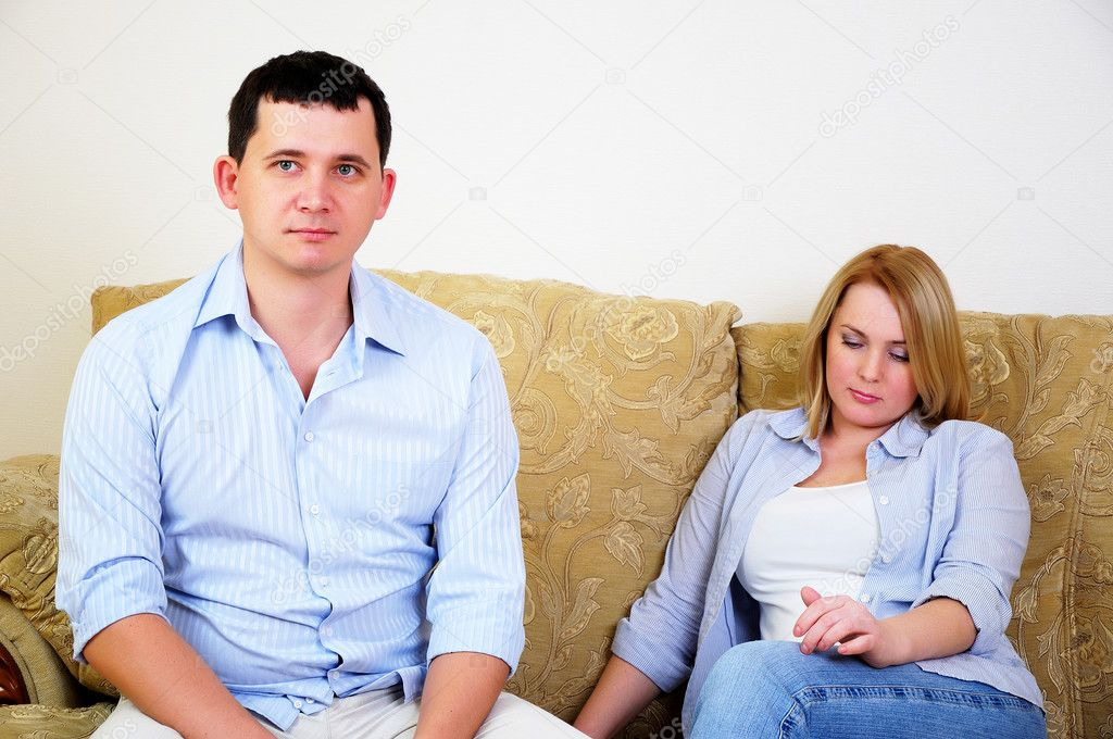 Young married couple at odds. Man and woman can not agree — Stock Photo #4513918
