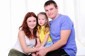 Matka, mladý otec a dcera — Stock fotografie