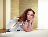 Retrato de mujer con alas de ángel — Foto de Stock