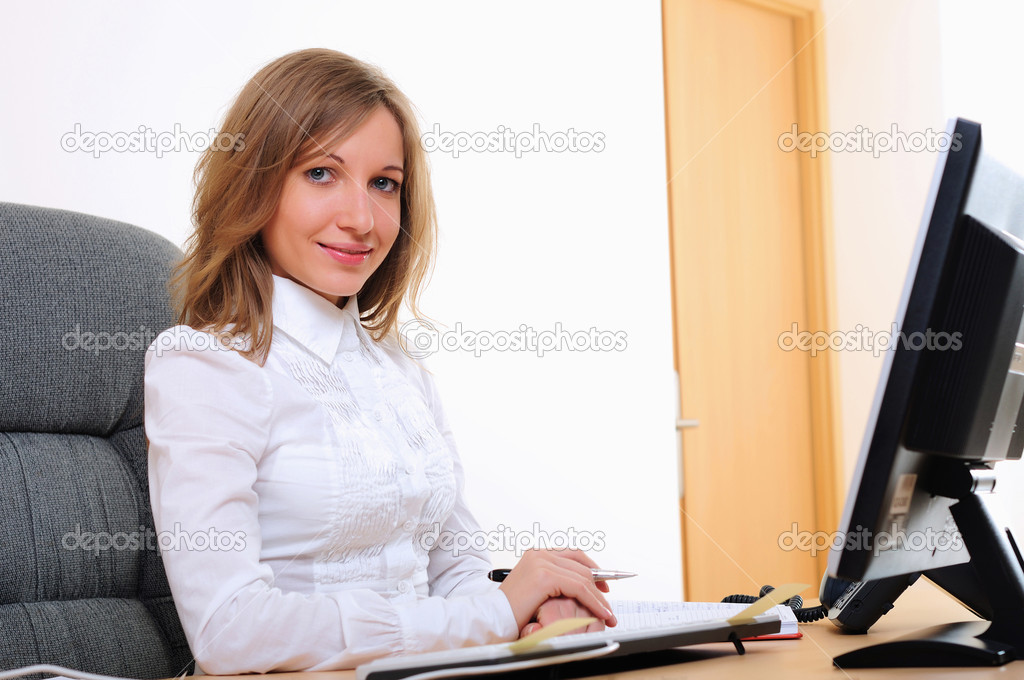 Portrait of young business woman working on the computer. — Stock Photo #4899636