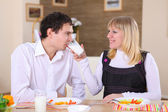Young couple in the kitchen — Stockfoto
