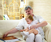 Портрет дедушка и внучка — Стоковое фото