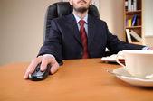 Młody biznesmen, praca w biurze — Zdjęcie stockowe