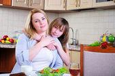 Filha de mãe e jovem — Foto Stock