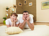Couple at home relaxing — Stock Photo