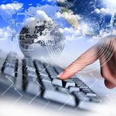 Teclado de mão e o computador humano — Foto Stock