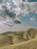 Wolken über der wüste. — Stockfoto