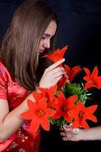 Ung kvinna i rött. kinesiska stil. — Stockfoto
