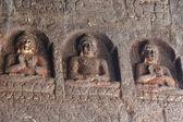 статуи будды в аджанта, знаменитый пещерный храмовый комплекс, индия — Стоковое фото