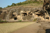 Cuevas de Ellora - gran complejo religioso con budista, hindú — Foto de Stock