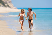 Happy couple running on each — Stockfoto