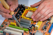 работник делает чип — Стоковое фото