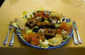 şekerler ve kurutulmuş meyve tabağı — Stok fotoğraf