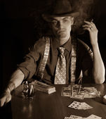 Man playng card game — Foto Stock