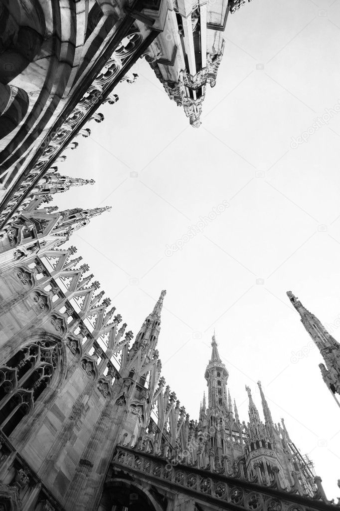 Desaturated photo of duomo cathedral on milan, italy — Stok fotoğraf #2709901