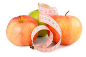 Pink measuring tape and three apples — Стоковое фото