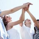 manos de hombres y mujeres jóvenes — Foto de Stock   #3078116