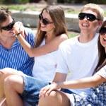 Retrato de un grupo de jóvenes riendo — Foto de Stock   #3078206