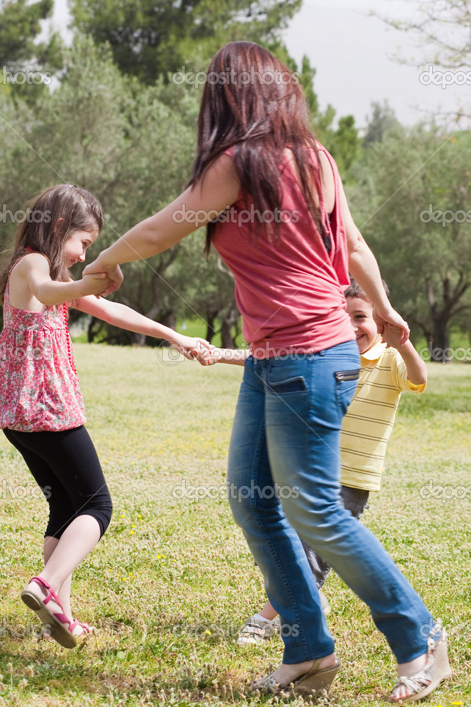 Happy family playing in the park, outdoor — Stock Photo #3114929