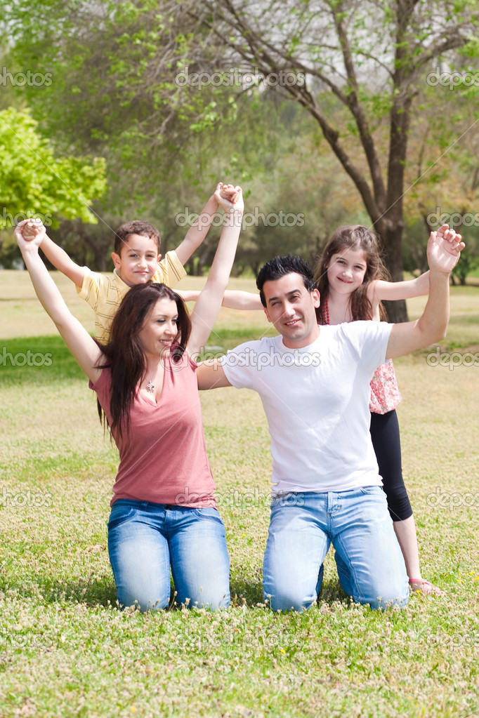 Happy family enjoying their holidays  in the park, outdoor — Stock Photo #3122213