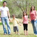 Aile Park kamera için poz — Stok fotoğraf