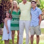 Portrait of happy family, outdoors — Stock Photo
