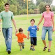 Happy family walking in the park — 图库照片