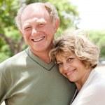 aimant, beau couple de personnes âgées — Photo