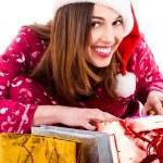 Bayan Noel hediyeleri açma — Stok fotoğraf