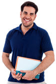 Young man holding notepad — Stockfoto