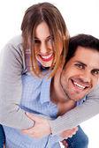 Młody człowiek daje piggyride do jej dziewczyna — Zdjęcie stockowe