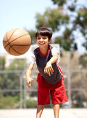 Young boy passing basketball — Stock Photo