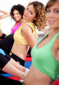 Group of girls working out — 图库照片
